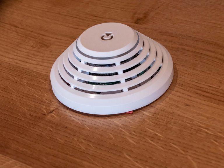Unsere Rauchmelder erkennen sowohl Rauchentwicklung als auch Temperaturanstiege und können somit vor Bränden warnen.